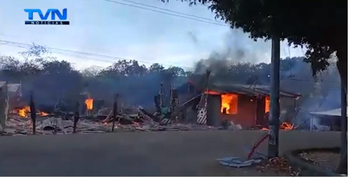 3 familias nicoyanas perdieron todo en incendio