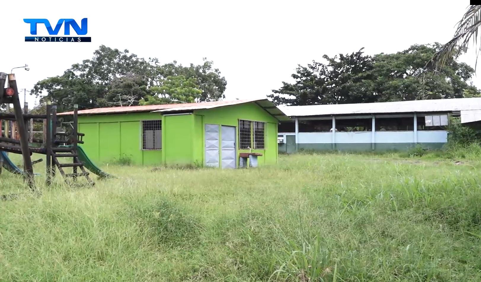 Dirigentes de Boca Tapada presiona al MEP para que les cumpla con la construcción de las aulas móviles
