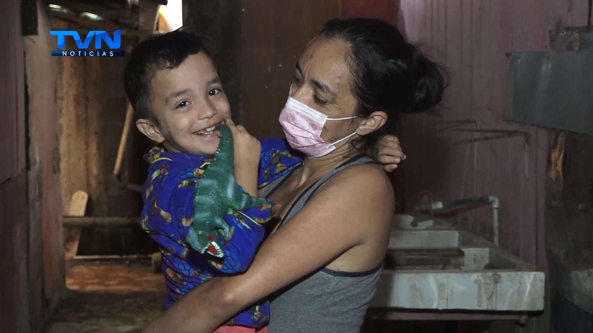 Madre clama por ayuda para que sus hijos vivan en mejores condiciones