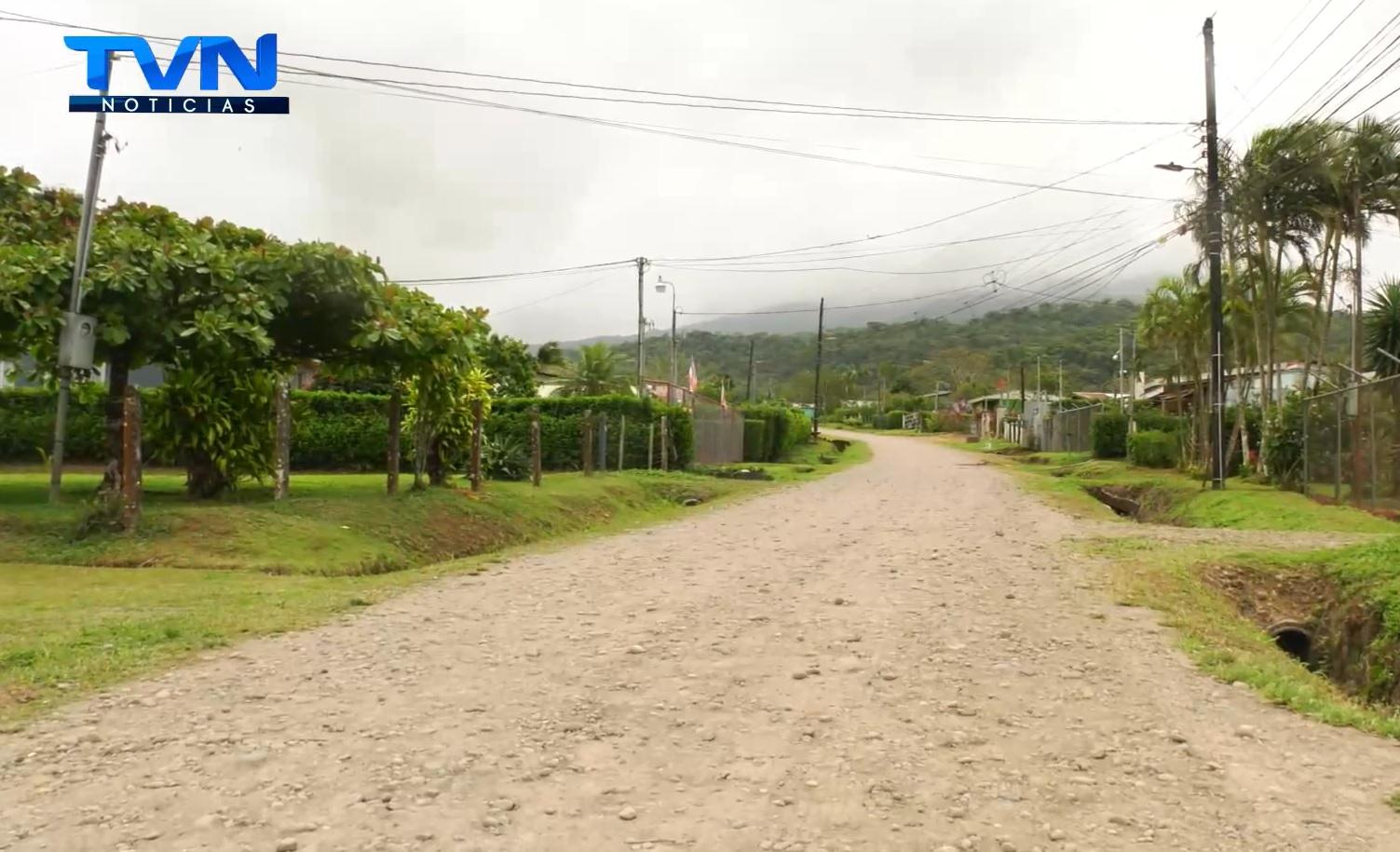 Habitantes de Monte Horeb lograron el asfaltado de los primeros 550 metros de su ruta de acceso