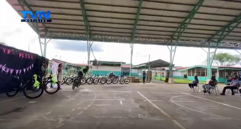 58 colegiales de Aguas Zarcas y Pital recibieron bicicletas montañeras